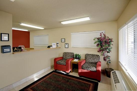 Crossland Economy Studios - Albuquerque - Northeast: Lobby and Guest Check-in