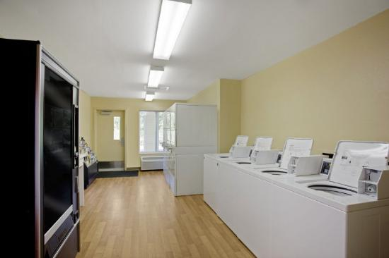 Crossland Economy Studios - Chicago - Waukegan: On-Premise Guest Laundry