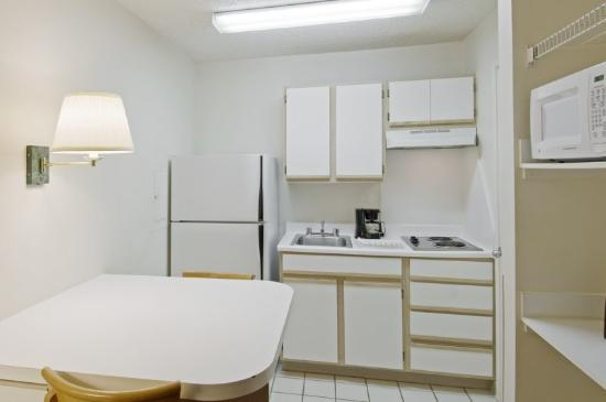 Homestead Studio Suites - Raleigh - Crabtree Valley : Fully-Equipped Kitchens