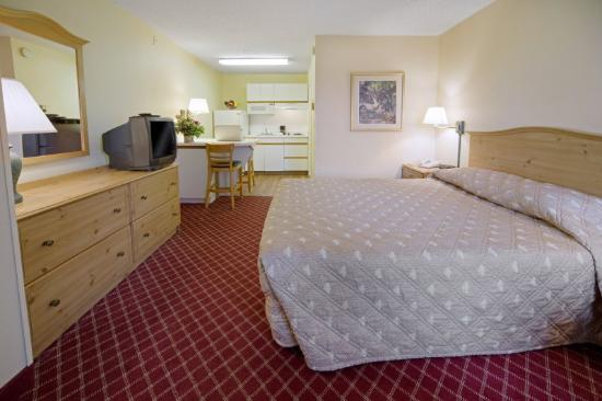 Homestead Studio Suites - Raleigh - Crabtree Valley : Queen Studio Suite