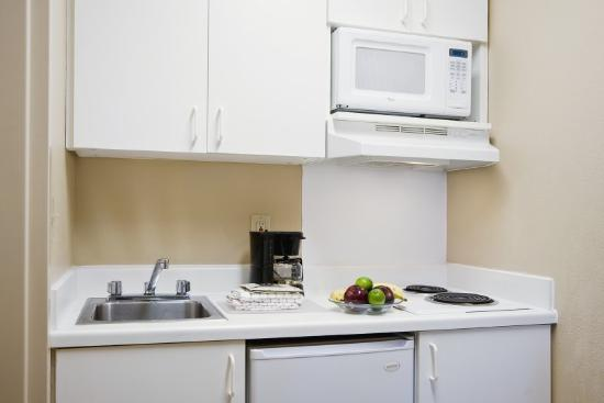 Crossland Economy Studios - Orlando - UCF Area: Fully-Equipped Kitchens