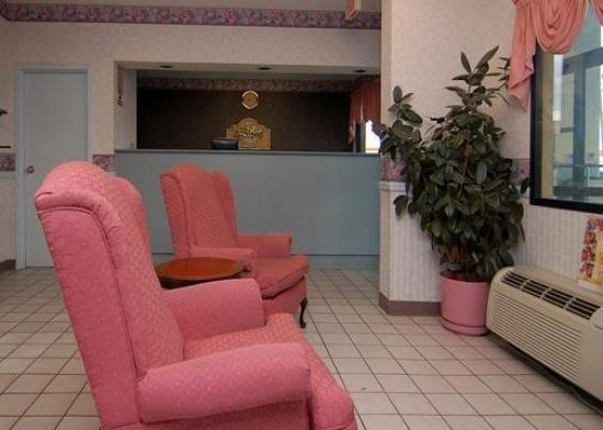 Econo Lodge &amp; Suites: Lobby