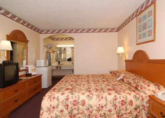 Econo Lodge Medical Center: Guest room