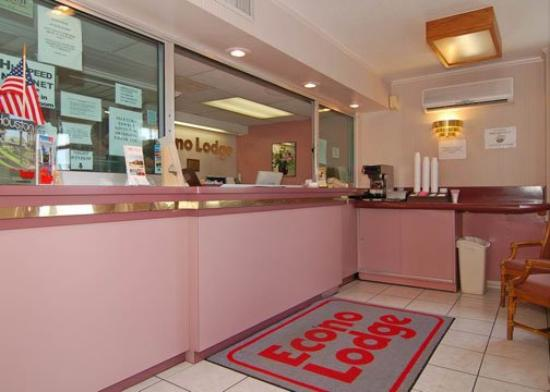 Econo Lodge Medical Center: Front desk