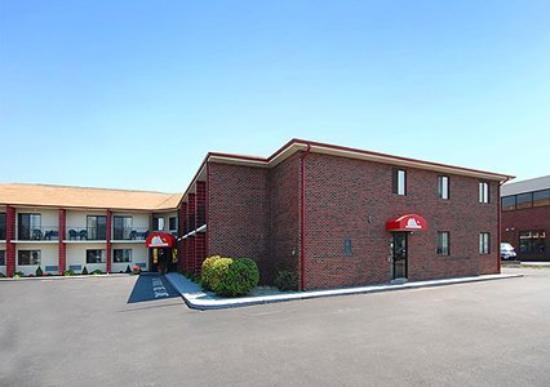 Photo of Newport Ambassador Inn & Suites Middletown
