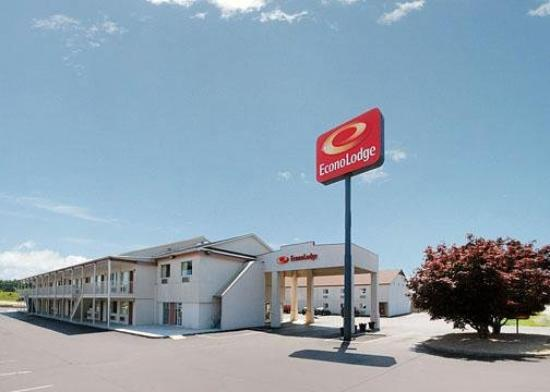 Econo Lodge East: Exterior