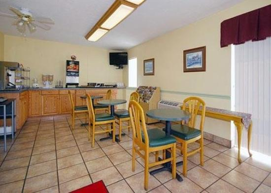 Econo Lodge East: Restaurant