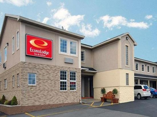 Econo Lodge and Suites North Syracuse