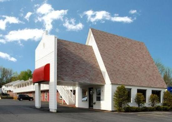 Econo Lodge Waterville: Exterior
