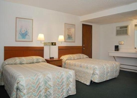 Econo Lodge Waterville: Guest Room