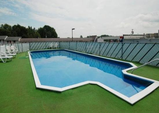 Econo Lodge Waterville: Pool