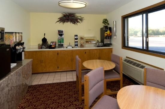 Americas Best Value Inn Brainerd: Breakfast