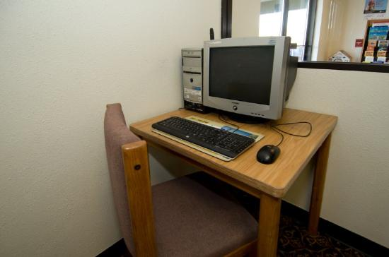 Americas Best Value Inn Brainerd: Business Center