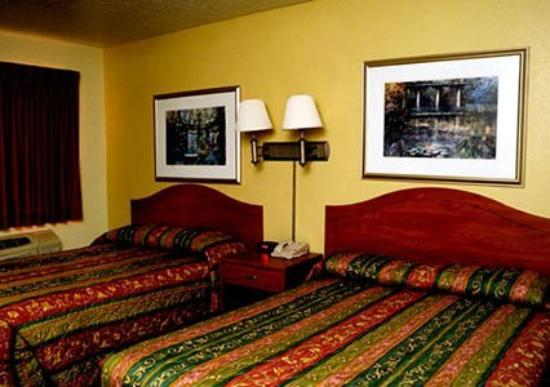 Econo Lodge East: Interior