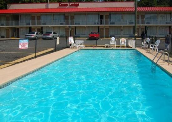 ‪‪Econo Lodge University‬: Pool‬