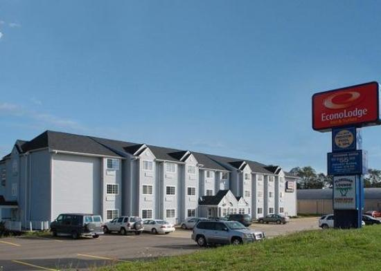 Photo of Econo Lodge & Suites Saint Clairsville