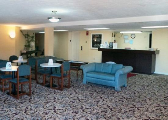 Econo Lodge Inn & Suites Groton: Lobby