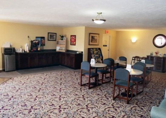 Econo Lodge Inn & Suites Groton: Restaurant