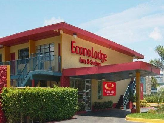Econo Lodge Inn & Suites: Exterior