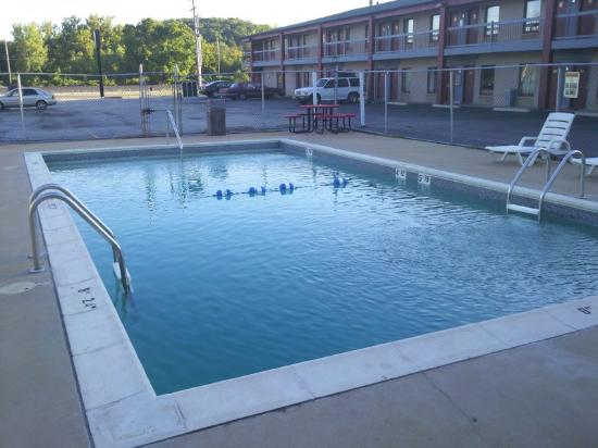 America's Best Inn: Pool Blue