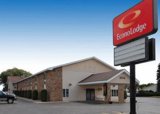 Econo Lodge On the Bay: Exterior