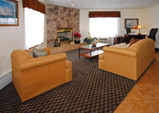 Econo Lodge On the Bay: Lobby
