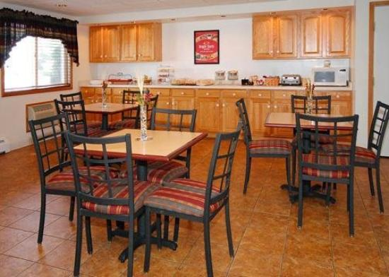 Econo Lodge On the Bay: Restaurant