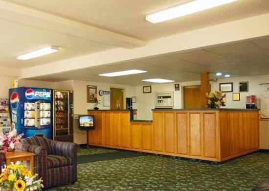 Budget Host Inn &amp; Suites: LOBBY