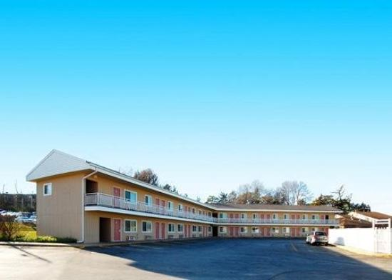 Photo of Econo Lodge West Dodge Omaha