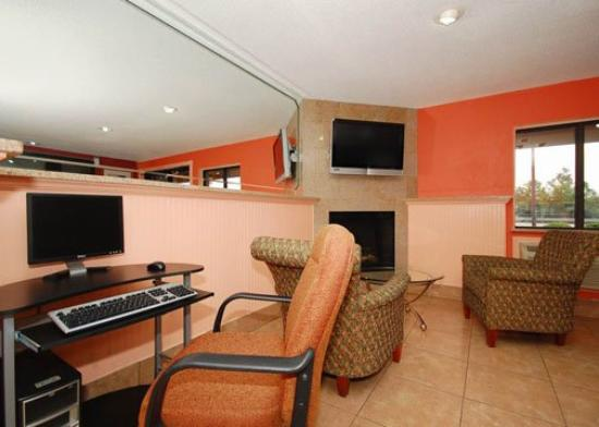 Econo Lodge: business center