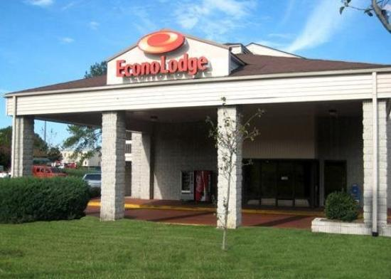 Econo Lodge-Broad St: Exterior