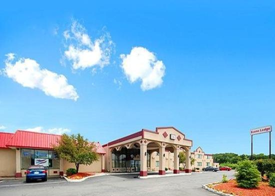 ‪‪Econo Lodge Chicopee‬: Exterior‬