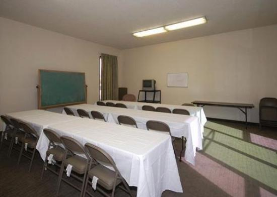 Econo Lodge Ontario Airport: Meeting Room