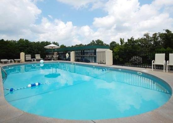 Econo Lodge Silver Dollar City: Pool