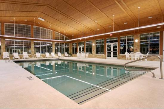 Swan Lake Inn: Pool