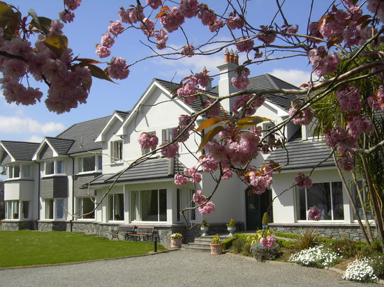 Loch Lein Country House: Cherry Blossom in Bloom