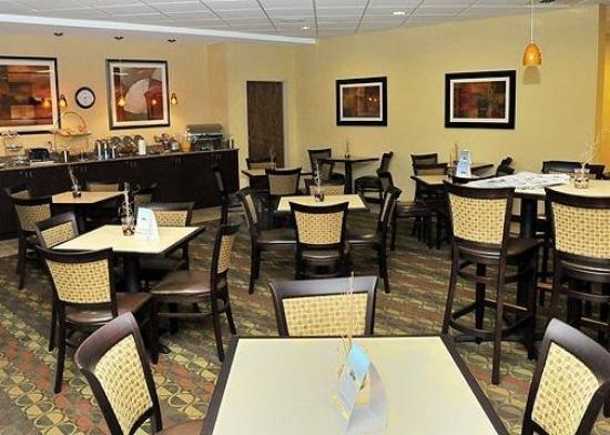 Clarion Inn Michigan City: ReBreakfast Area