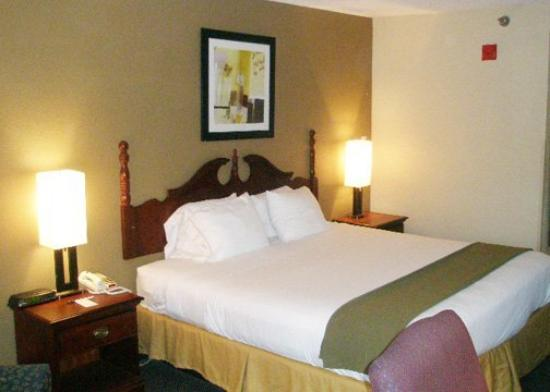 Quality Inn and Suites Quantico, VA: Guest Room