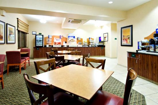 Holiday Inn Express Springfield: Bar de café da manhã
