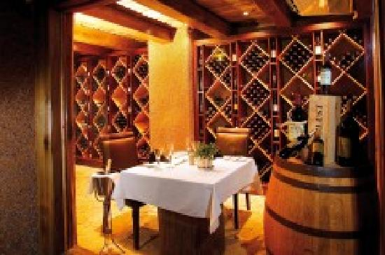 Kapama River Lodge: River Lodge wine cellar