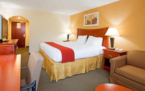 Holiday Inn Express Fayetteville - Ft. Bragg: Quarto