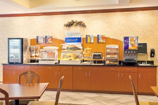 Holiday Inn Express Hotel & Suites Rockford - Loves Park: Bar de café da manhã