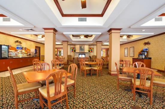 Holiday Inn Express Hotel & Suites Rockford - Loves Park: Área de café da manhã