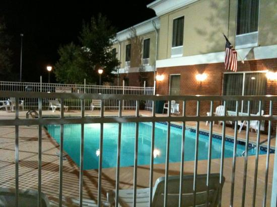 Magnolia Inn & Suites - Decatur I 20 East: Swimming Pool