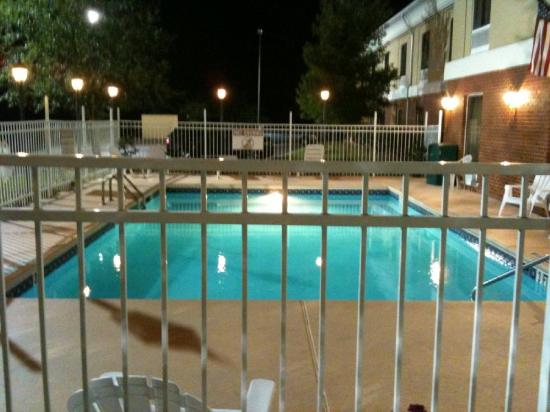 Magnolia Inn &amp; Suites - Decatur I 20 East: Swimming Pool