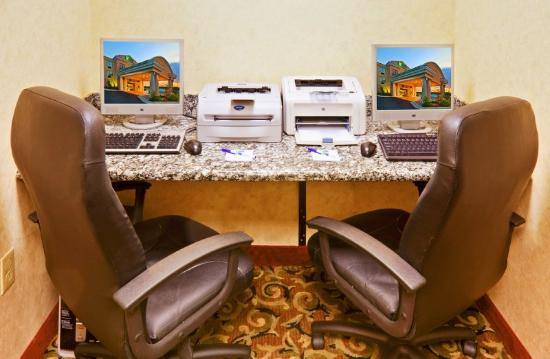Holiday Inn Express Hotel &amp; Suites Muskogee: Centro de negcios