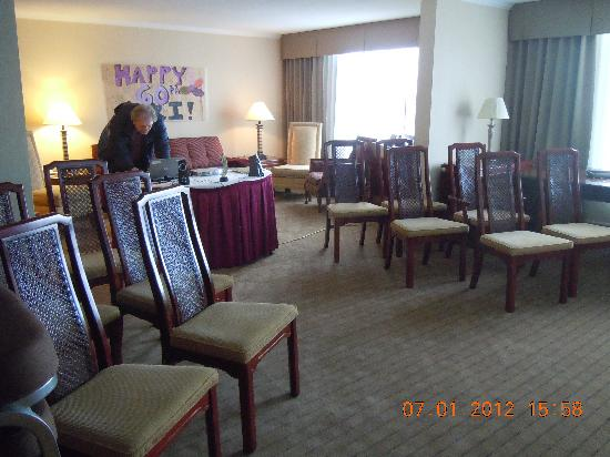 Holiday Inn Barrie: Set up before the party ..