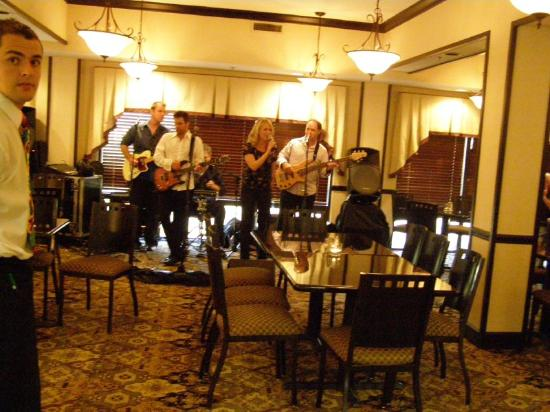 Nashville Hotel at The Crossings: Bar e sala de estar