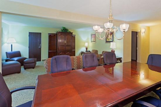 Holiday Inn Harrisonburg: Our Presidential Suite is perfect for VIPs.