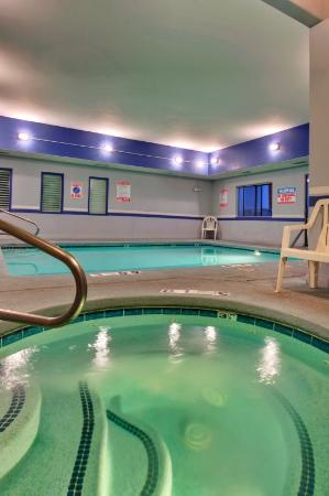 Holiday Inn Express Green Valley: Piscina de hidromassagem